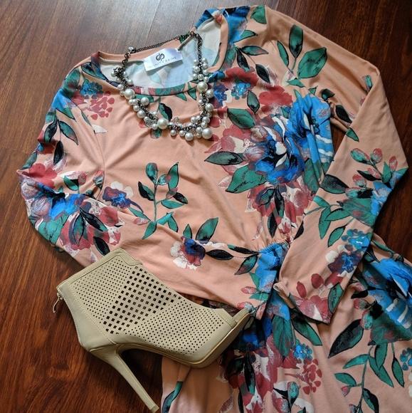Infinity Raine Dresses & Skirts - Infinity Raine Mid length dress